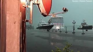 Гигантский круизный лайнер чуть не задавил небольшое кафе в Италии