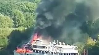 Пожарные тушат на Волге теплоход «Святая Русь»   NN.RU