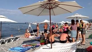 ЛАЗАРЕВСКОЕ 2018 пляж у  гостиницы ТОПОЛЬ в августе